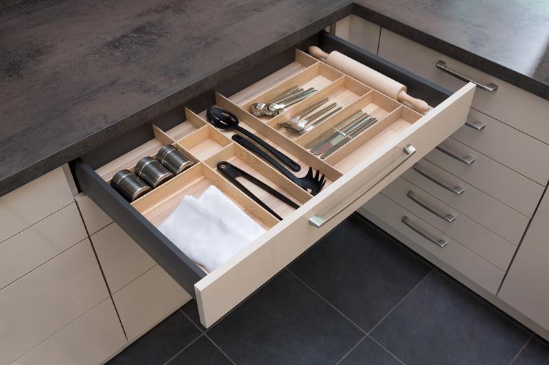 Auszug Küche mit Sortierkasten