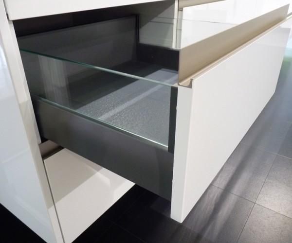 Rempp Küche | Auszug mit Glaselement